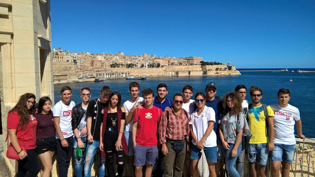 Programa Inglês para Pré-Adolescentes e Adolescentes 13 – 17 anos (individual e grupos) em Malta Gateway School of English